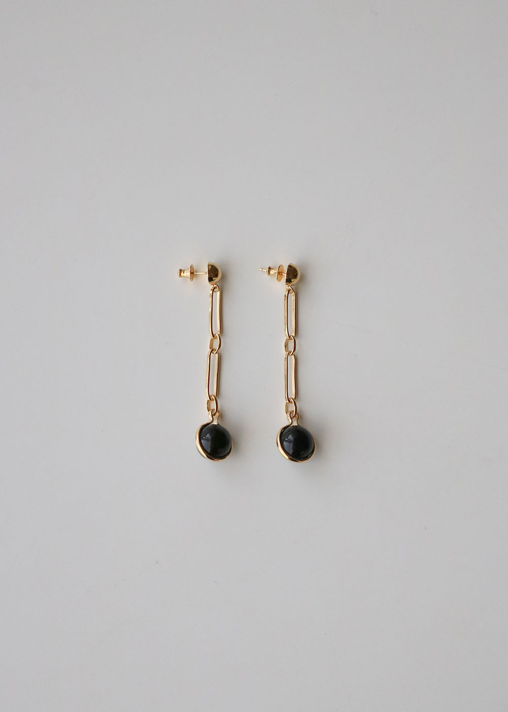 GOLD SHORT FOB EARRINGS